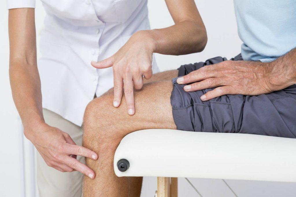 Quiroprácticos que tratan a pacientes con lesiones de LCA